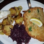 Schnitzel, red cabbage and fried potatoes