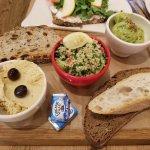 Hummus, tabouli & avocado