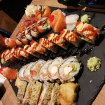 Mrs. Fish maki, Rainbow maki, Oishi maki, Sashimi, Lakserose, Wakame salat