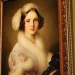 Una bella dama en la Galeria Nacional