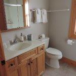 P.J.'s  Roost - bathroom