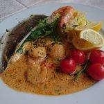 Branzino, gamberi e Capesante - Amici Restaurant