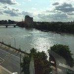 Photo de Plaza on the River