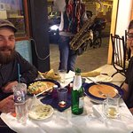 Nuestro amigo Jacobo degustando una deliciosa cena.