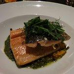 ディナーの魚。土地のものが食べられる。