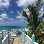 Eau merveilleuse, sable farineux, belle grande place et bel hotel!