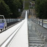 Aussicht vom Flugschanzenturm auf den Freibergsee - Die neue Anlaufspur der Flugschanze - Blick
