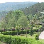 Precioso paseo florido pegado al romántico rio Miño del Balneario de Laias.