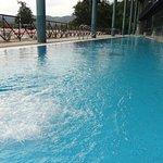 Esta piscina Termal Exterior a 30º es la Joya del Balneario de Laias Caldaria.