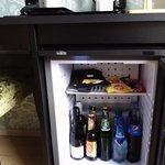 Zimmer 929 (EZ), gefüllter Kühlschrank