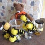 une petite surprise avec ces minis abeilles au crochet a l accueil