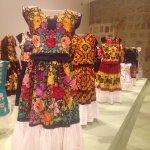 Exposición de vestidos de fiesta por Velas Istmeñas