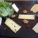 Menu 39€ à la carte entrée, plat, dessert et menu 29€ entrée plat fromages en semaine le Midi. 3