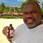 Photo de The Sand Bar at Doctors Cave Beach
