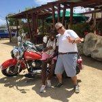 fomos de moto Harley nesse lugar descolado, outra tursita, Claudia que nos acompanhou