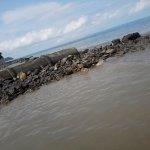 Pipeline pumps sewage to beach