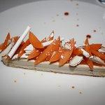 moelleux amande, parfait glacé à la dragée, confit abricot vanille, dragée concassé, abricot et