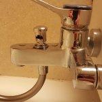Bouton de changement de l'eau casser et dangereux pour les enfants