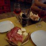 Piccolo aperitivo con un ottimo Negroamaro rosato della casa (provatelo d'estate!!!)