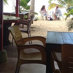 Un petit coin de paradis restaurant les pieds Dans l'eau