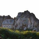 La Casa tra le rocce a Plougrescant.