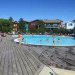 La piscine est assez grande et confortable, même au mois d'août...