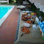 Buffet colazione a bordo piscina