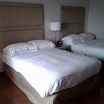 camas y almohadas cómodas pero decoración insulsa
