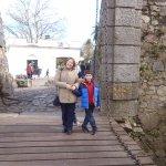 Atravesando el puente levadizo de la puerta de la Ciudadela