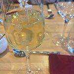 La curieuse, vin blanc pétillant aux billes de litchi.