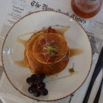 Pancakes with maple syroup and prosciutto chips