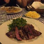 Bavette (Flank Steak) vom Rind mit Rucola und Alumettes