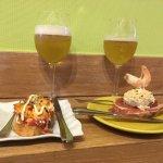 Espectacular tapa de pulpo sobre patata y pintxo de huevo duro, con mahonesa y jamón serrano