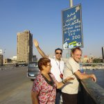 Caminando hacia la orilla de El Cairo
