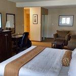 Photo de Best Western Plus Emerald Isle Hotel