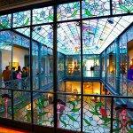 Lo más impresionante son las vidrieras de todo el palacio-museo