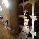paracaidistas en la cripta