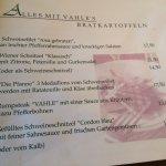 Schöne Auswahl traditioneller Gerichte, altbürgerliches Ambiente, leckere Steakpfanne vom Duke o