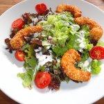 Hauptspeise - Salat mit gebackenen Garnelen