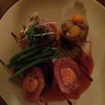 Magret grillé farci au canard confit et au foie gras