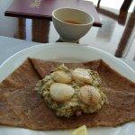 Galette aux noix de St Jacques avec fondue de poireaux
