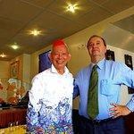 Monsieur Hin Kwong Chan accueille le comte de Piémont-Sardaigne