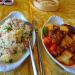 le porc à la sauce aigre - douce et son riz cantonais de bon aloi