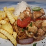 Corvina saltada con conchas y calamares // Sauteed seabass with scallops and squid