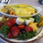 eggs Florentine w/fruit