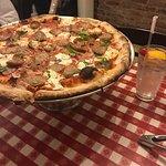 Photo de Lombardi's Pizza