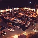 Zimmeraussicht auf den Yachthafen