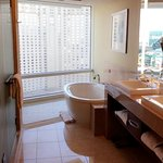 Corner Suite Bathroom w/shower/tub/bedet/retractable drapes