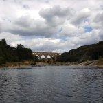 pont du gard en vue lros de la descente entre collias et pont du gard