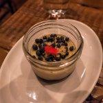Blueberry a pop-rocks flan